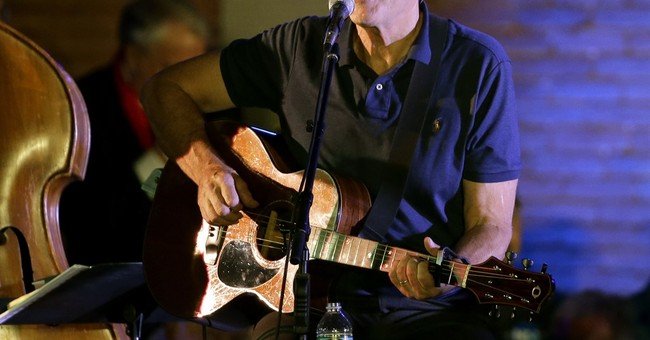 Improve attitude with gratitude, James Taylor tells fans