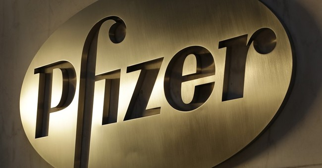 Pfizer earnings fall but tops Street 4Q forecasts