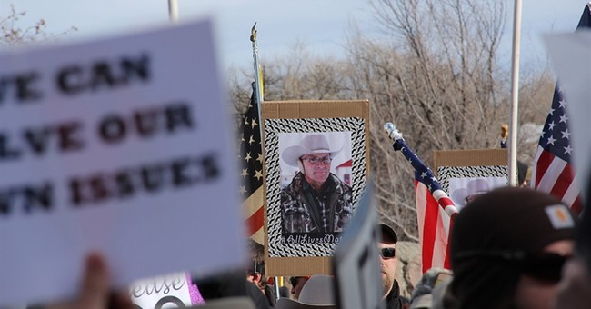 The Latest: Franklin Graham speaks with Oregon occupiers