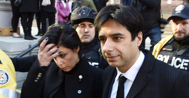 Emails show alleged victim later sent Ghomeshi bikini photo
