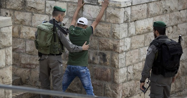 Israeli lawmakers approve new stop and frisk laws