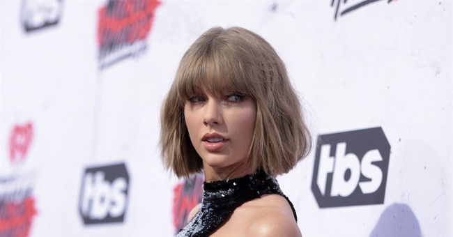 Taylor Swift posts Thanksgiving 'mannequin challenge'