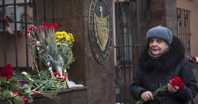 Celebration, sorrow and slights greet news of Castro's death