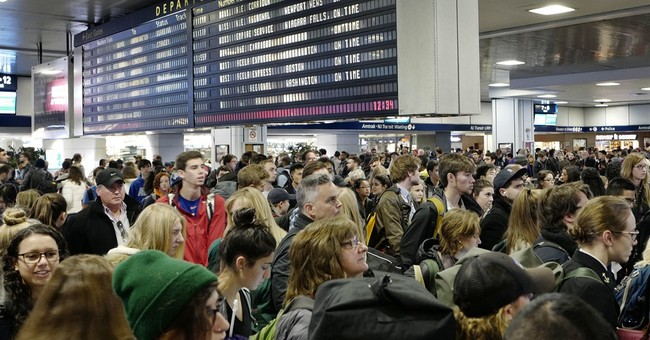 Air travel normal as Thanksgiving holiday weekend winds down