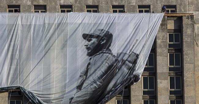Historic photograph of Fidel Castro at center of memorial