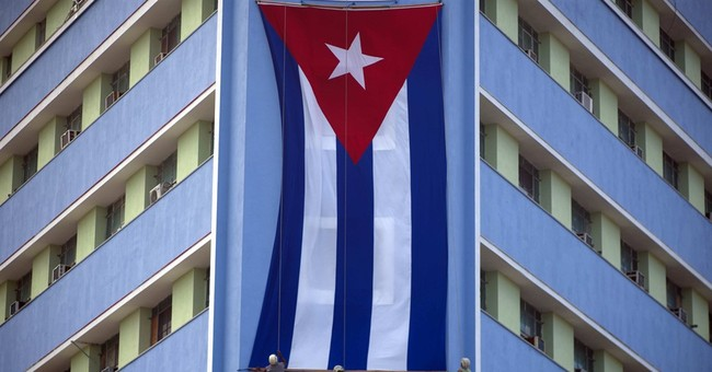 Castro shunned statues, monuments but still became icon