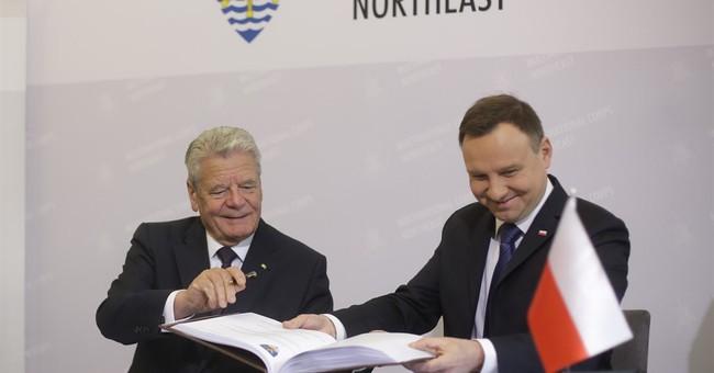 Polish, German presidents visit NATO command center