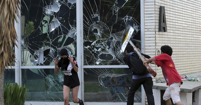 Brazilian police clash with protesters outside Congress