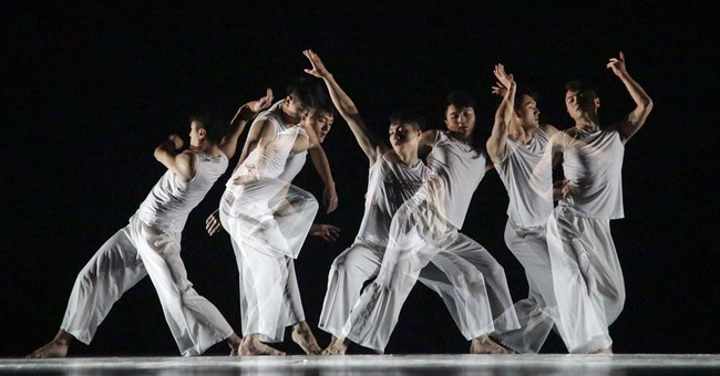 AP PHOTOS: Cutting-edge contemporary dance comes to Belarus