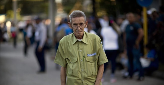 AP PHOTOS: Cubans honor Castro, express sadness, gratitude