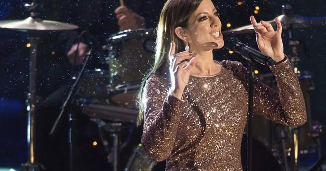 Thousands attend Rockefeller Christmas tree lighting