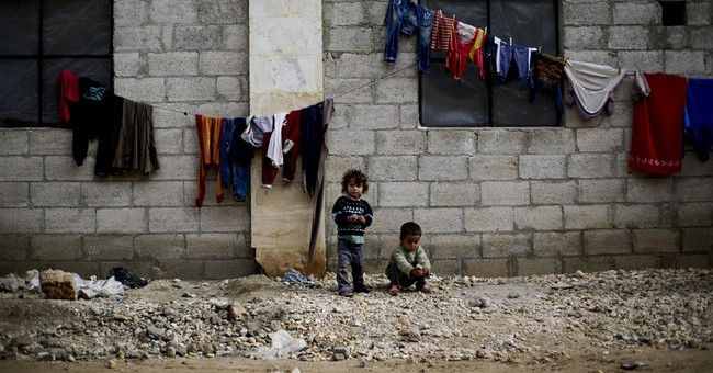 Syria: Thousands of Aleppo's displaced pack market shelter