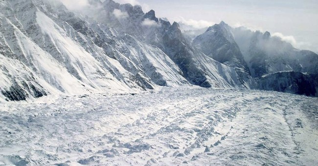 Avalanche traps 10 Indian army soldiers on Kashmir glacier