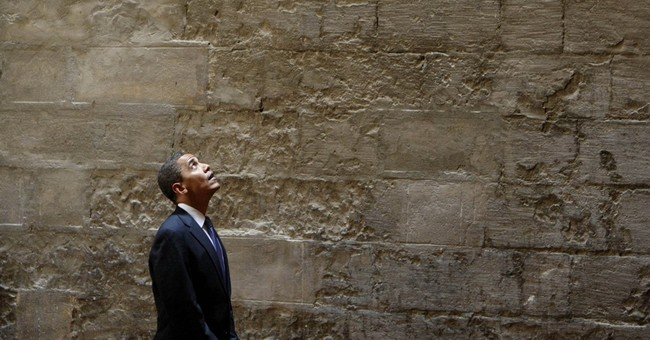 Obama visits US mosque, says impression of Muslims distorted