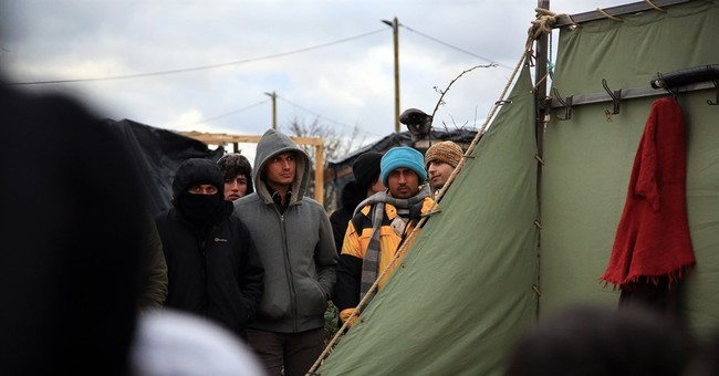 Shakespeare on stage in squalid migrant camp in France