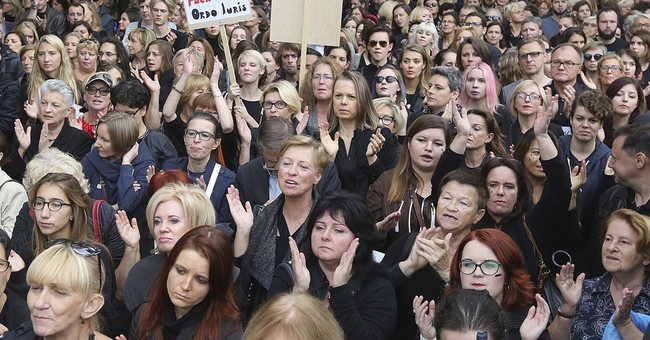 Rights officials concerned about Polish freedom of assembly