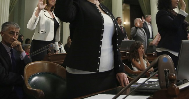 California lawmakers aim to protect immigrants from Trump