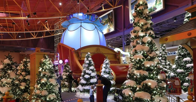 Mindful of Amazon, malls take the Santa experience high-tech