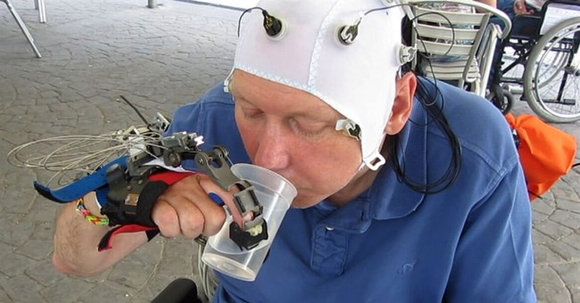Scientists develop robotic hand for people with quadriplegia