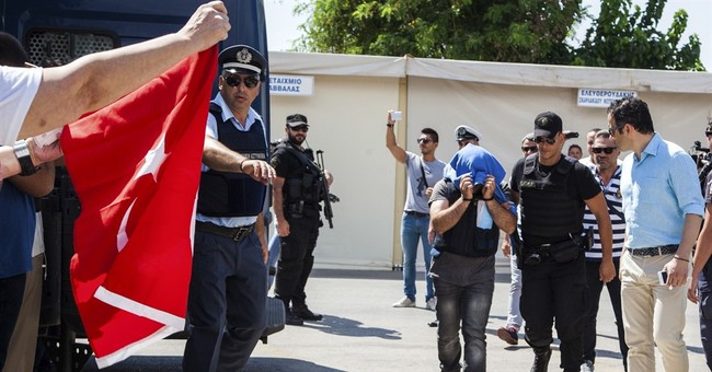 Greek court rejects extradition for 2 Turkish servicemen