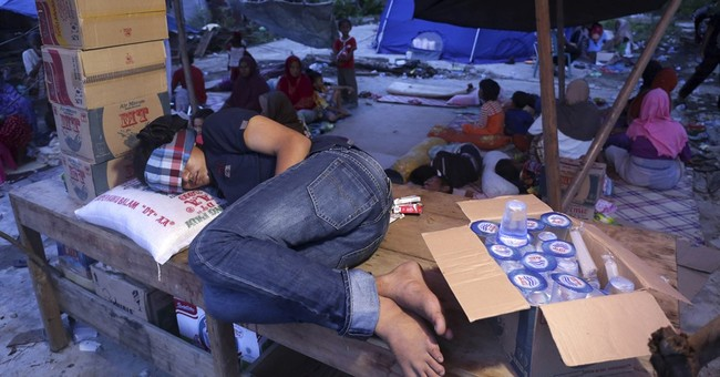 Indonesia president visits quake survivors, vows to rebuild