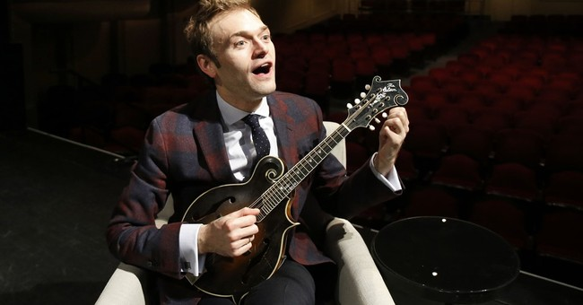 Mandolin whiz Thile brings younger crowd to 'Prairie Home'