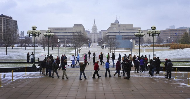 Wisconsin recount goes ahead, judge mulls Pennsylvania case