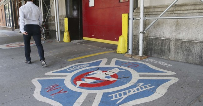 Brit fan flies to NYC to propose at 'Ghostbusters' firehouse
