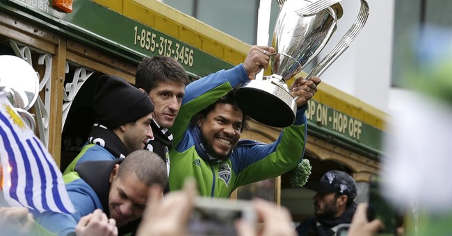 Thousands celebrate Sounders' MLS Cup victory