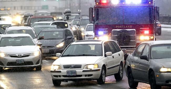 Winter storm snarls traffic in Oregon, stranding thousands