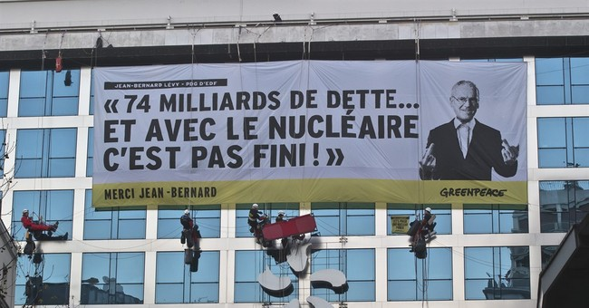 Greenpeace protesters block HQ of French nuclear operator