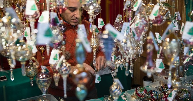 US retail sales barely rise at start of holiday shopping