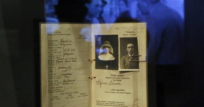 Paris exhibition reveals secret agents' tricks