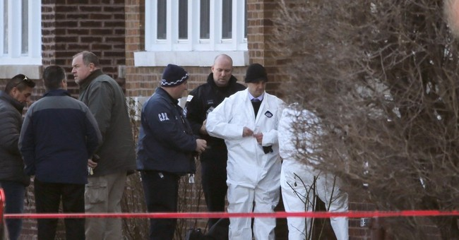 Police: 6 found dead in Chicago home in apparent homicide