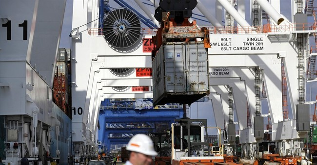 US current account gap falls to lowest level since mid-2015