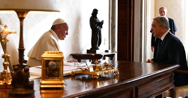 Pope brings Colombia president, main critic to talk peace