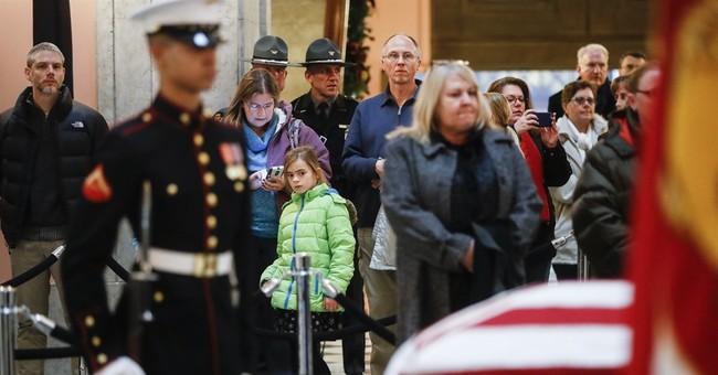 John Glenn lies in honor at Ohio capitol for public goodbye