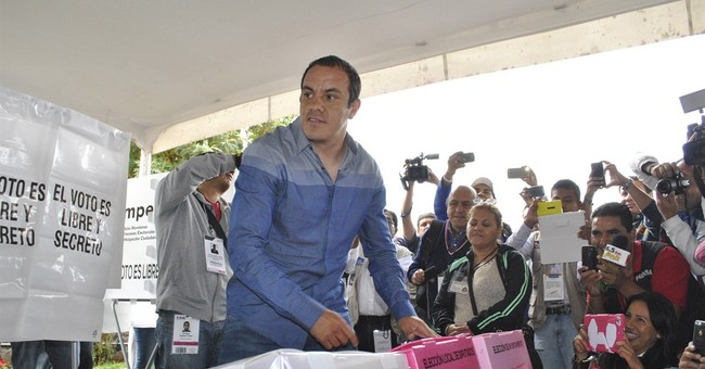 Ex-soccer star, now mayor, ends hunger strike in Mexico