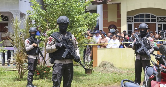 Indonesia police kill 3 suspected militants, defuse bombs
