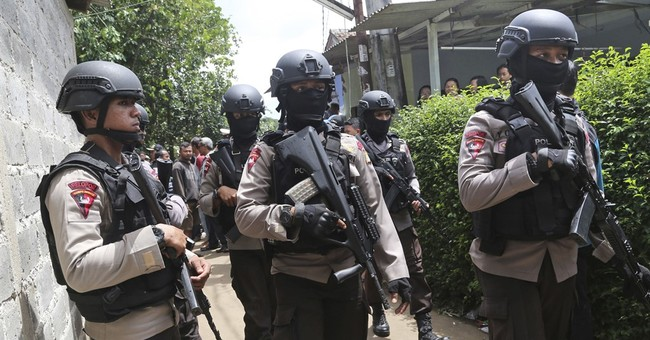 Indonesia police kill 3 suspected militants, defuse bombs
