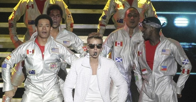Argentina court indicts Bieber over attack on photographer