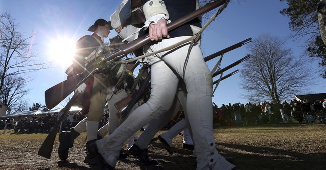 George Washington re-enactors cross Delaware River