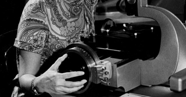Vera Rubin, who did pioneering work on dark matter, dies