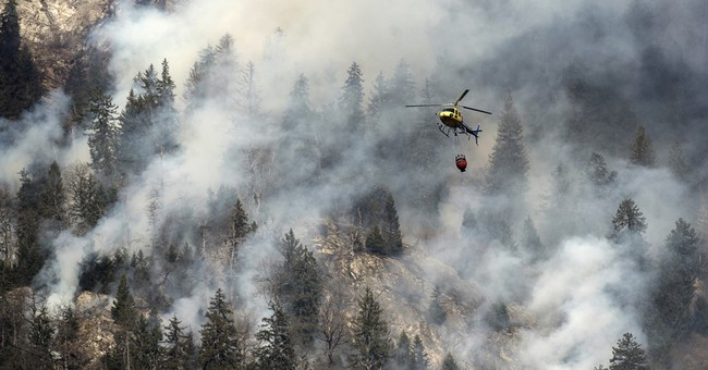 Switzerland: Army deploys helicopters to fight forest fires