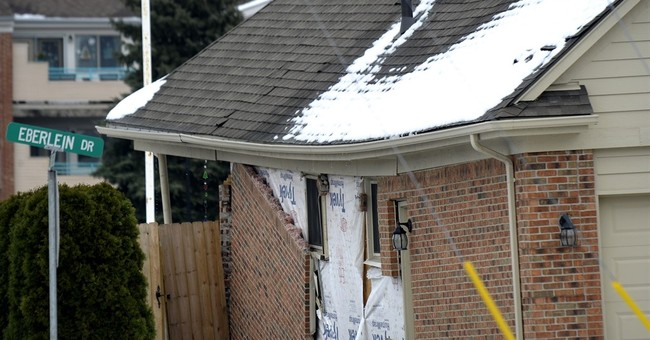 Sinkhole disrupts holiday season in Detroit suburb