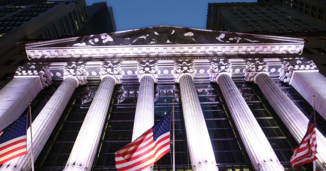 Major US stock indexes close slightly lower; oil price slips
