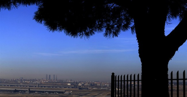 Madrid to lift unprecedented car restrictions as smog eases