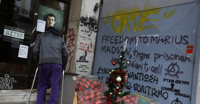 AP PHOTOS: Amid poverty surge, bus helps Greece's homeless