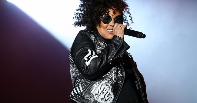 Alicia Keys gives positive vibes at pre-Super Bowl show