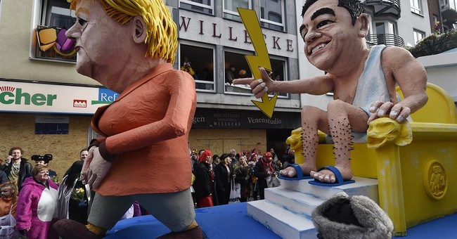 Hundreds of thousands celebrate Carnival in Cologne